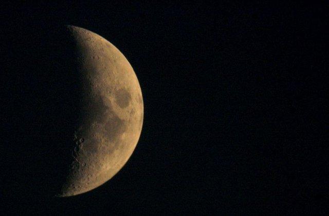 A Hold forró jegén