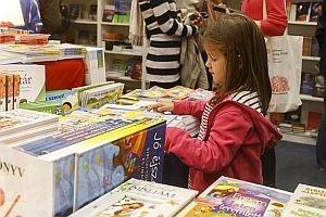 Kép: Advent könyvekkel és süteményillattal