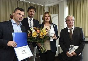 Kép: Keresztes Ilona rádiós kapta aTőkéczki-díjat