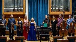 Kép: A Nyilas Misi ösztöndíjasokért zenél Ábrahám Márta együttese