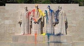 Kép: Megrongálták a reformáció genfi emlékművét