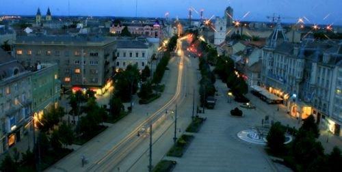 Debrecen éjszaka a Nagytemplomról fotózva