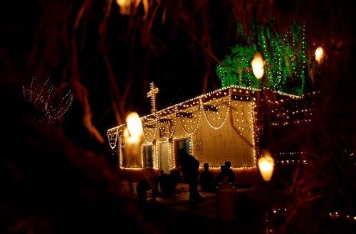 Pakisztáni templom karácsonyi díszben